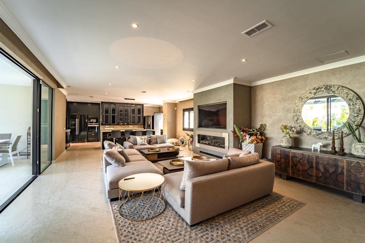 House en Aloha R3605477 7