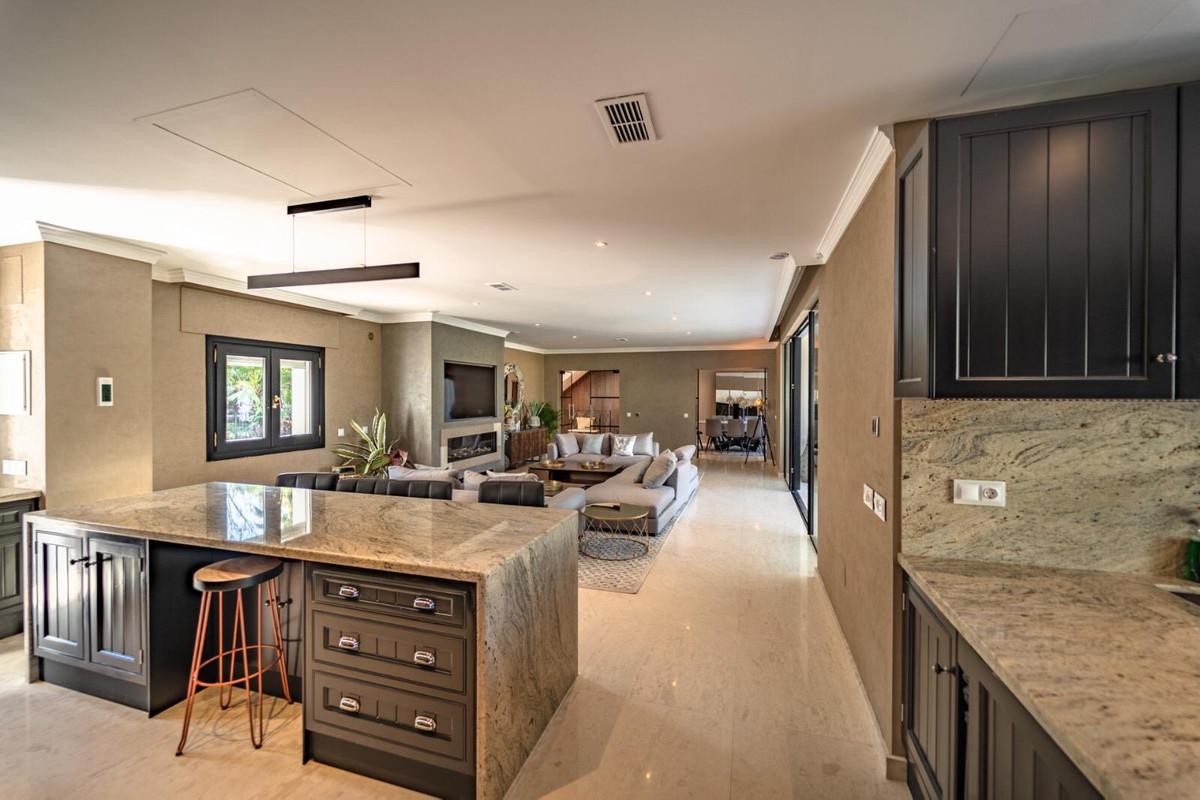 House en Aloha R3605477 8