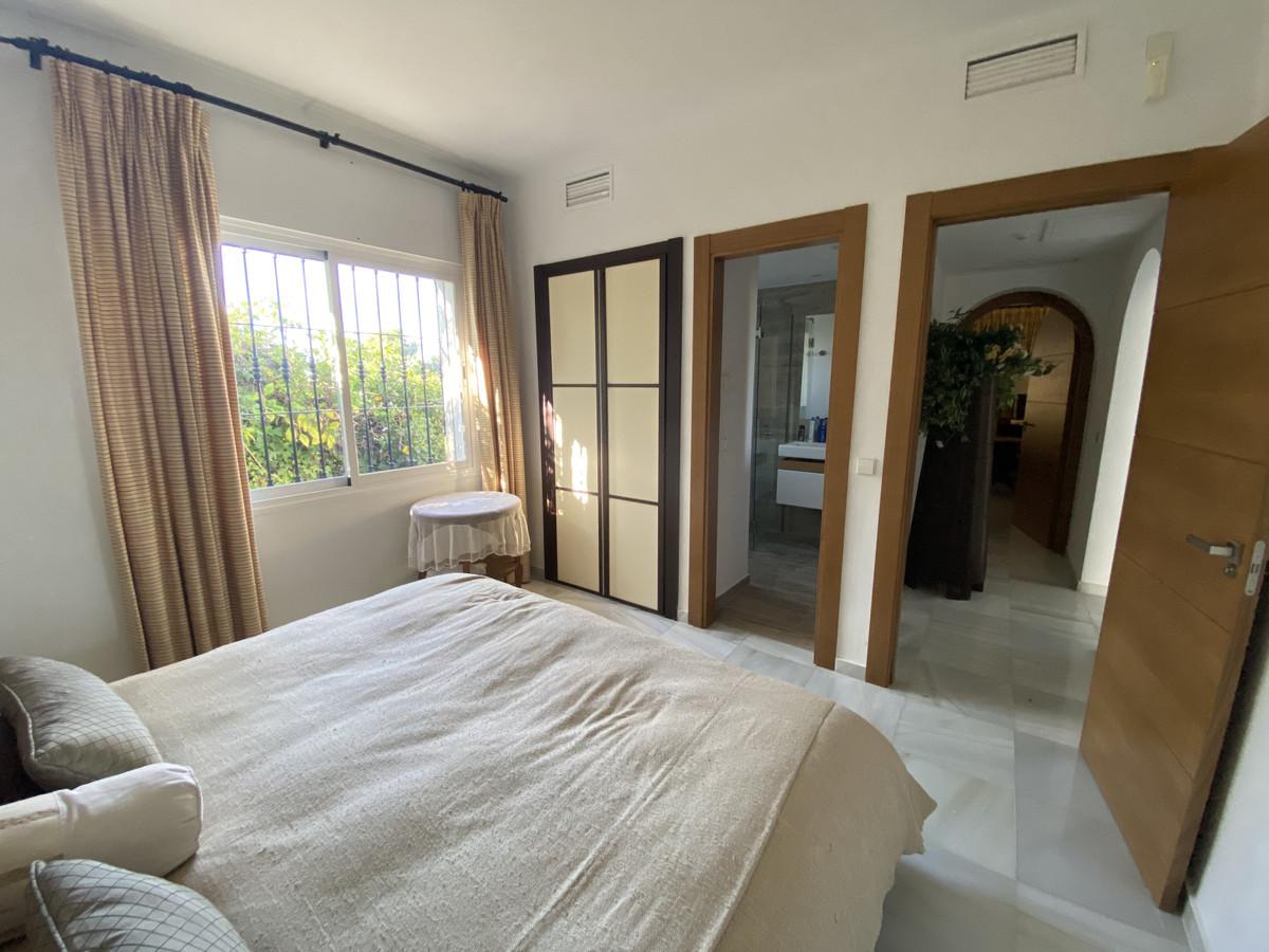 House en Aloha R3830077 20