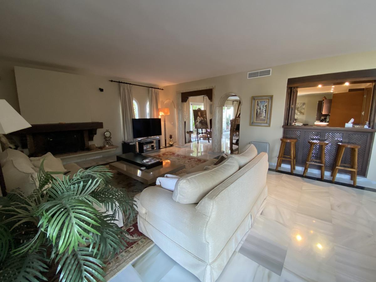 House en Aloha R3830077 30