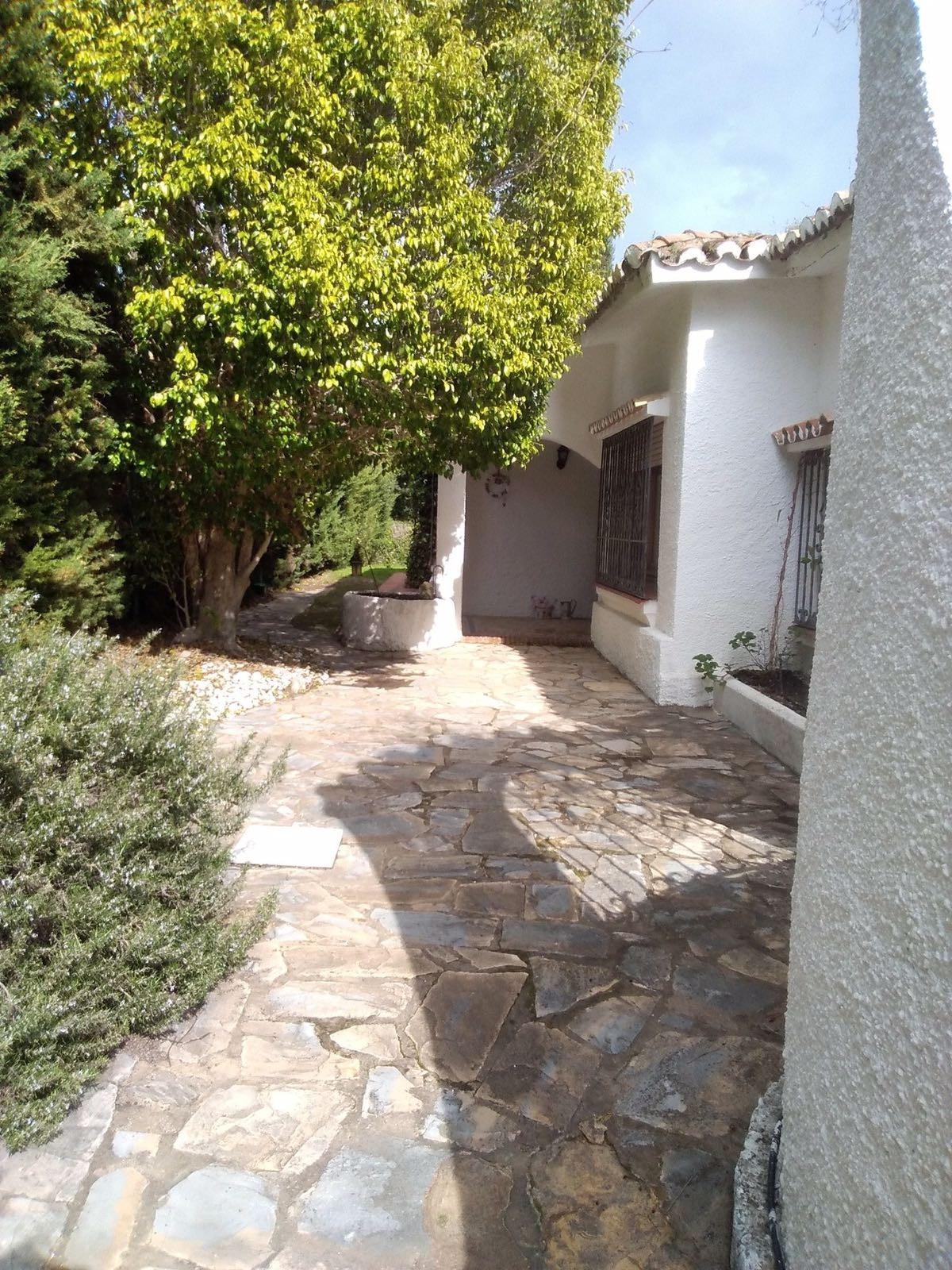 House in Atalaya R3174259 6