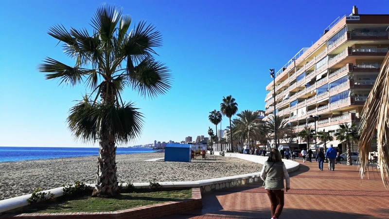 SEAFRONT COMMERCIAL UNIT FOR SALE IN FUENGIROLA. (FREEHOLD)  This commercial unit is ideally located,Spain