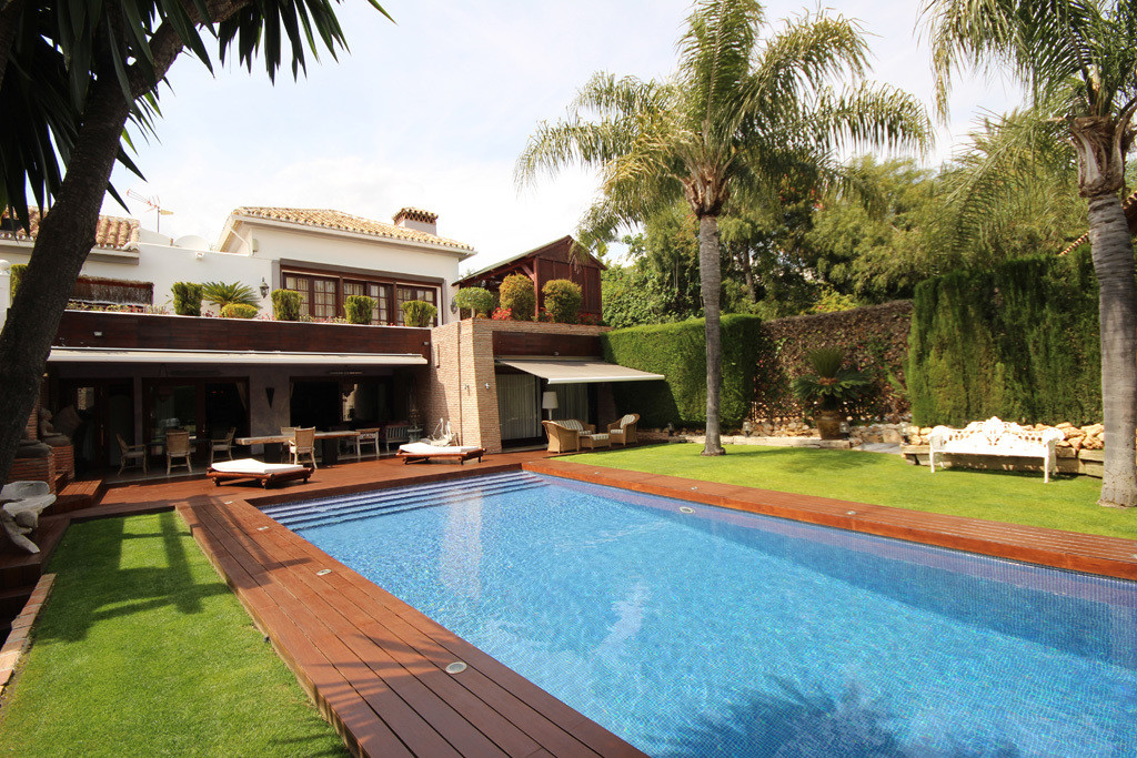 This opulent mansion style villa is laying on a wonderfully located and well-sized plot of land in o,Spain