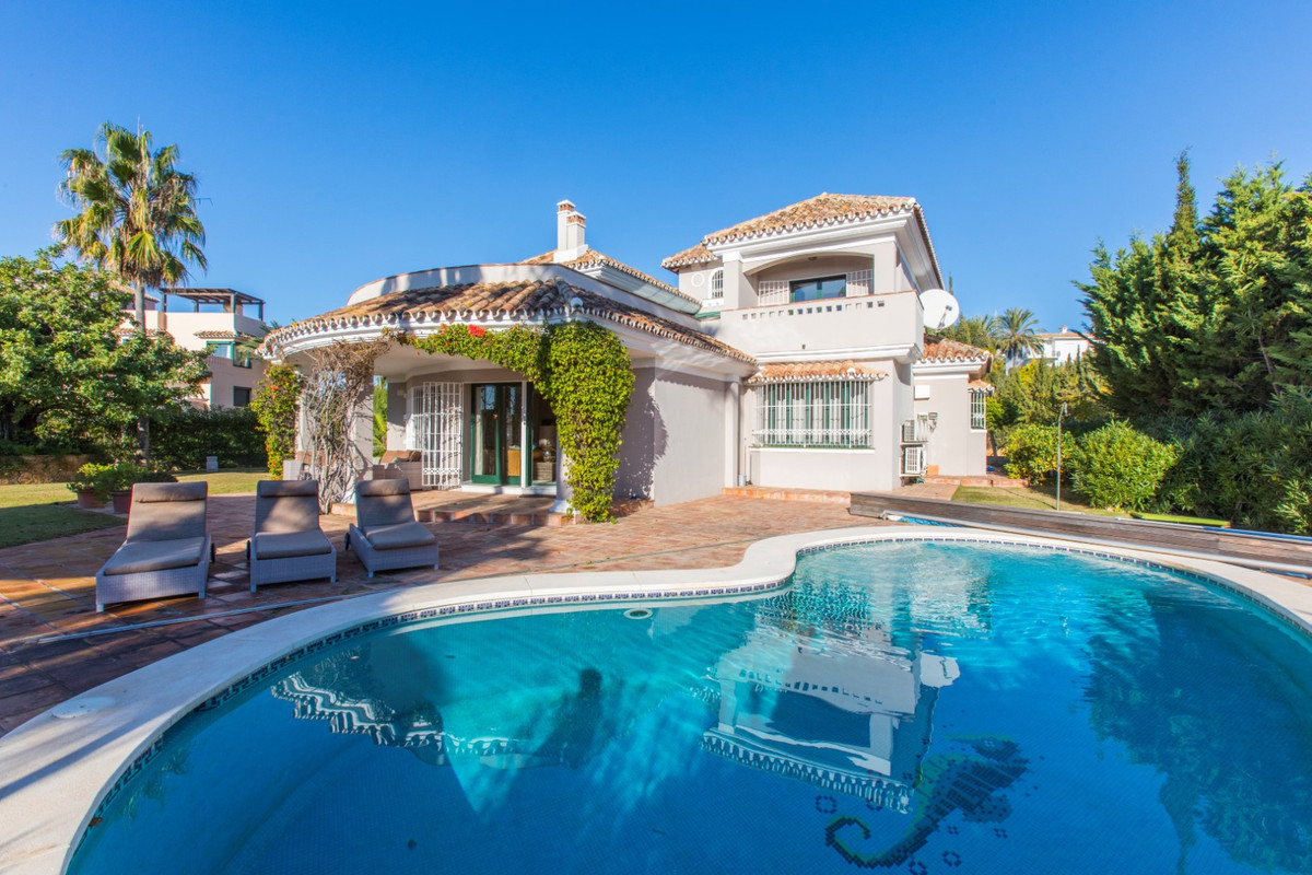 Detached Villa, Elviria, Costa del Sol. 4 Bedrooms, 4 Bathrooms, Built 511 m², Terrace 39 m², Garden,Spain