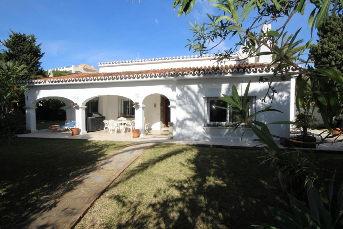 House in Elviria R113411 16