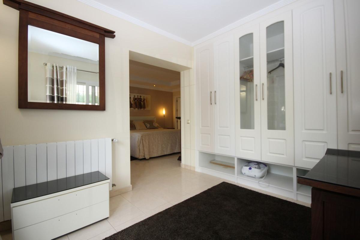 House in Elviria R113411 19
