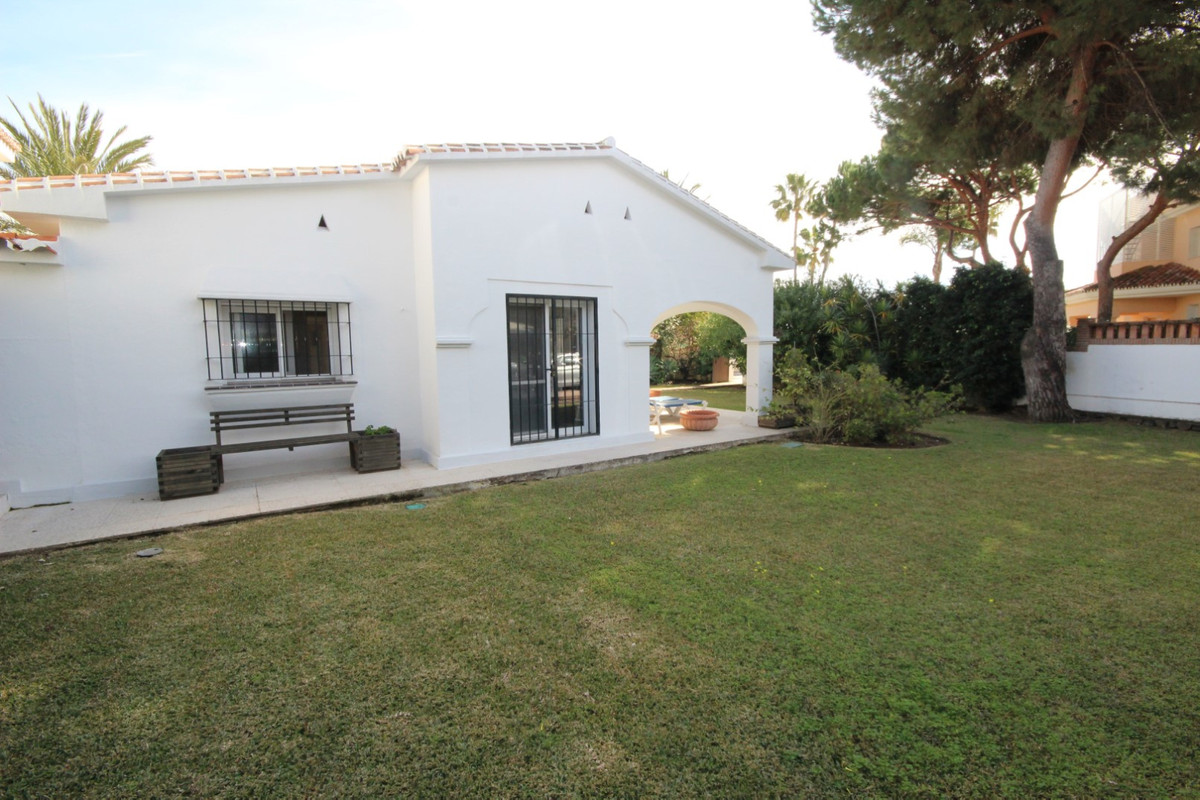 House in Elviria R113411 4