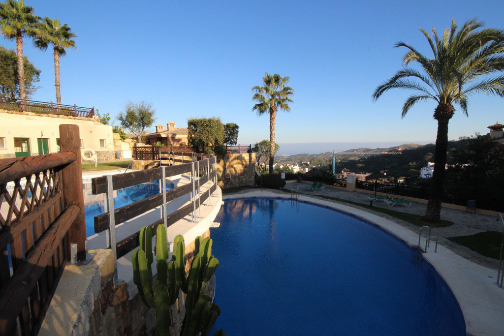 This spacious raised ground floor has a lovely green garden underneath with beautiful open views. Br,Spain