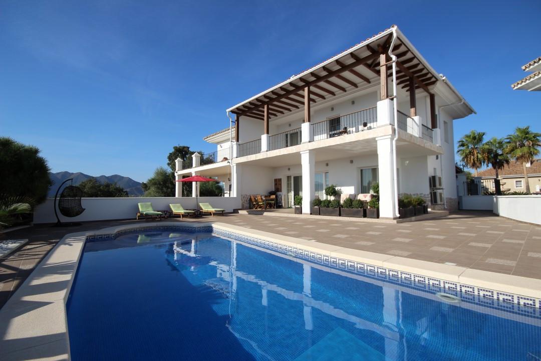 Semi Detached Villa for sale in La Mairena - Marbella East Semi Detached Villa - TMRO-R2504594