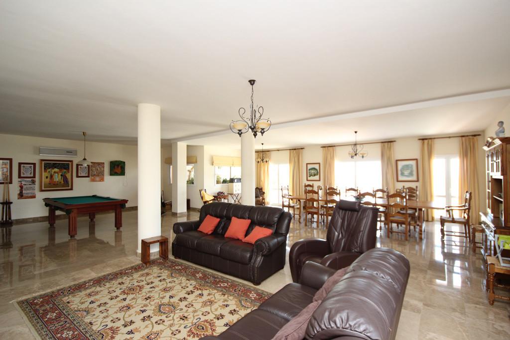 House in Artola R2771282 13