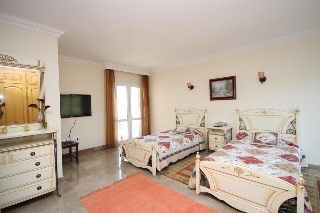 House in Artola R2771282 22