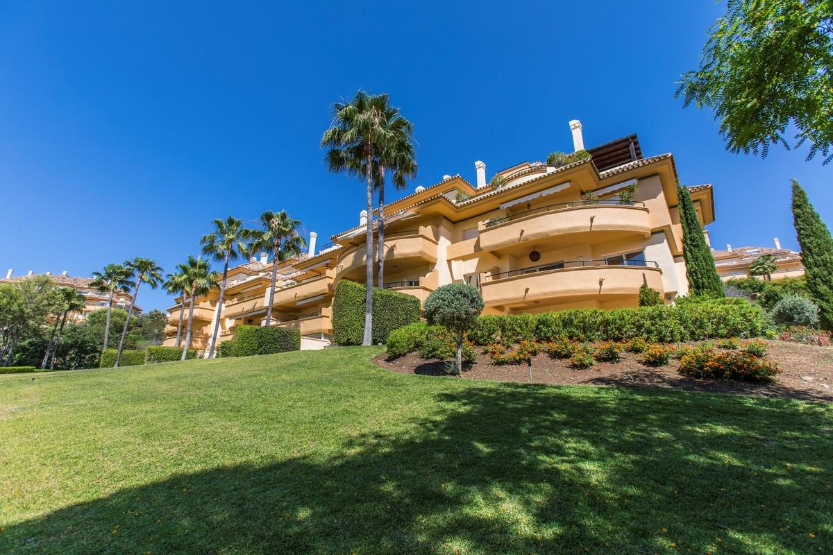 Immaculate three bedroom and three bathroom apartment in the award-winning development of Elviria Hi,Spain