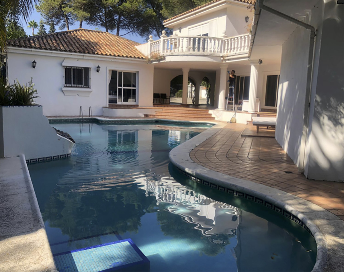 3 bedroom, 3 bathroom family home that includes a guest house with a living room, kitchenette and fo,Spain
