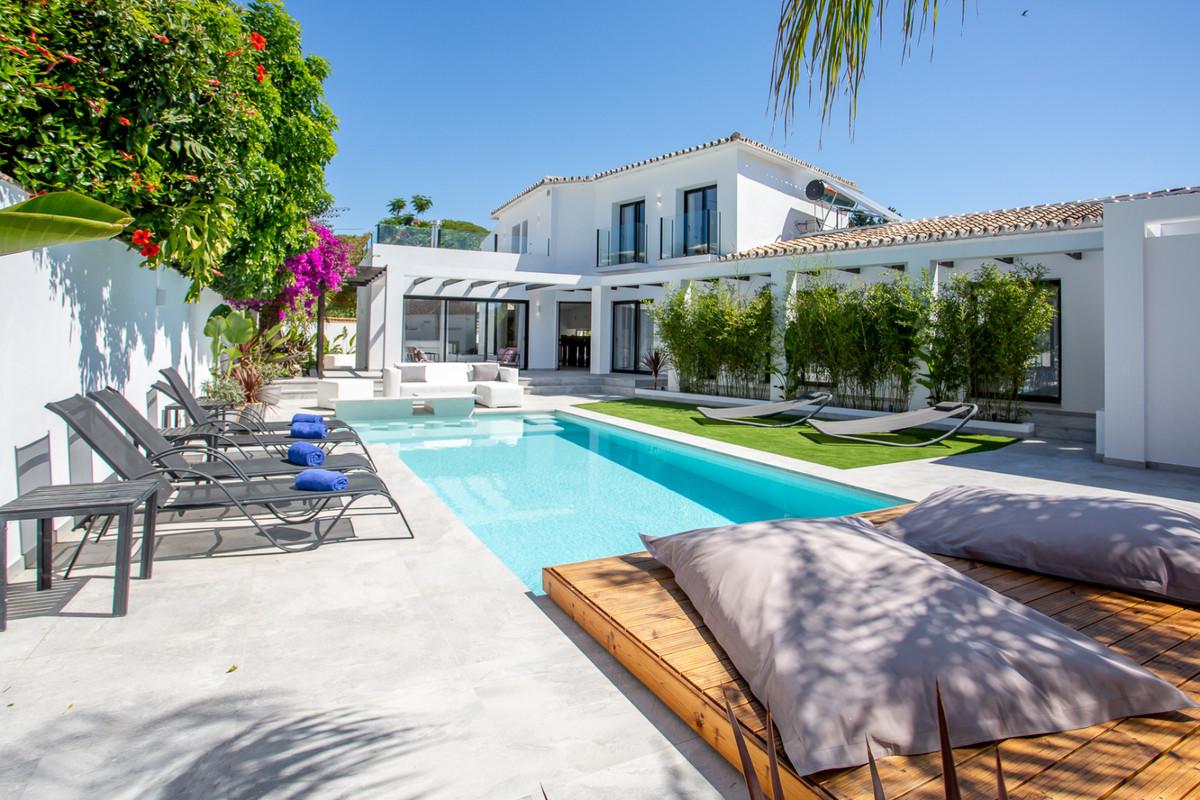 Detached Villa for sale in Puerto Banús R3652628