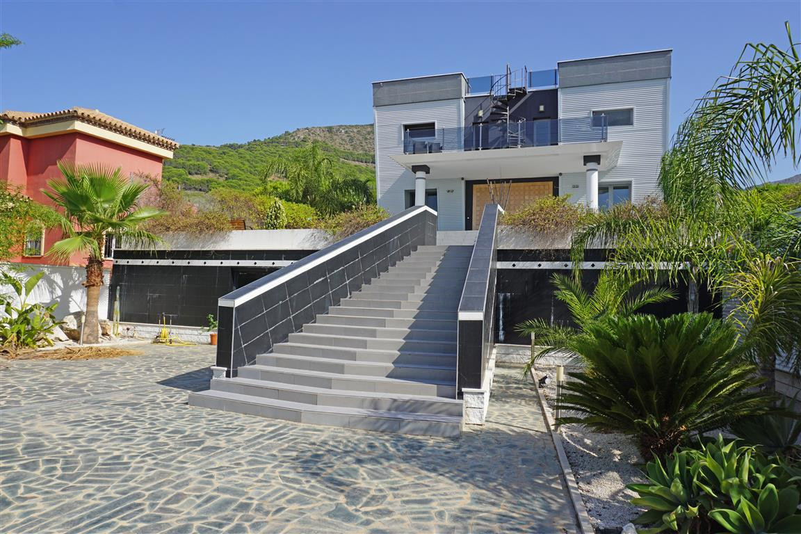 Villa Detached Alhaurín de la Torre Málaga Costa del Sol R2172908