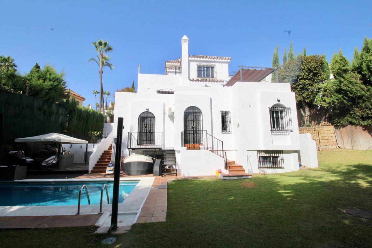 Villa Detached Nueva Andalucía Málaga Costa del Sol R3027878