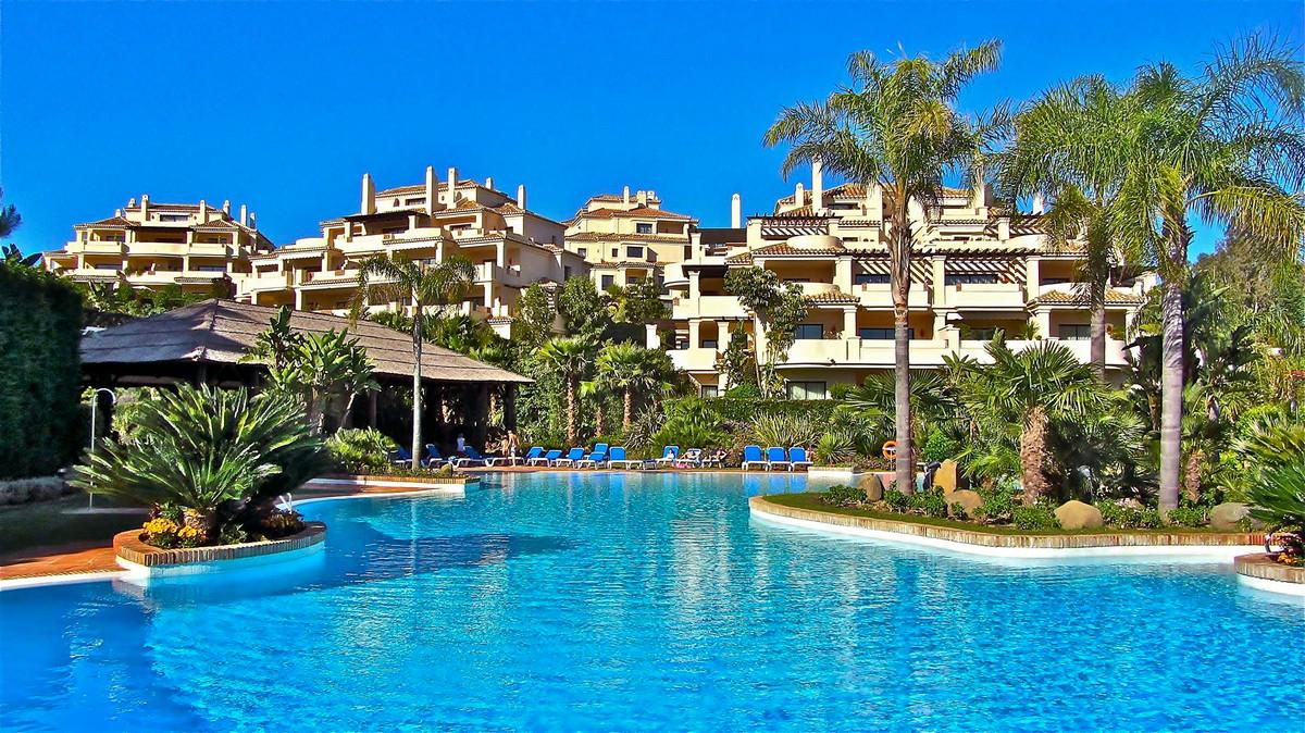 Apartment Penthouse Benahavís Málaga Costa del Sol R2110292