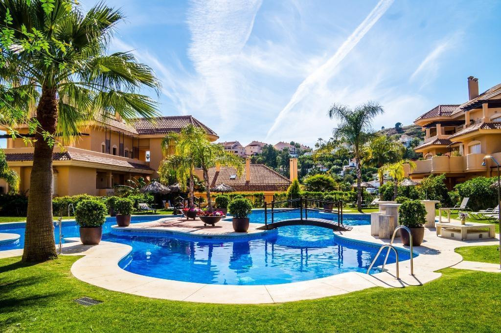 This is a wonderful 2 bedroom, 2 bathroom apartment on the first floor with a lovely terrace overloo,Spain