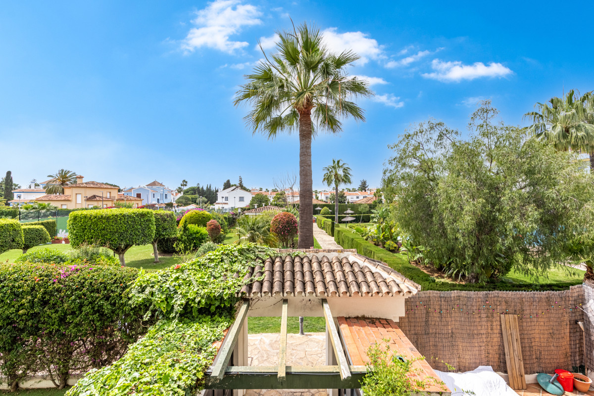 Two-bedroom apartment in the popular Lorcrisur residential area on the beach side of San Pedro de Al,Spain