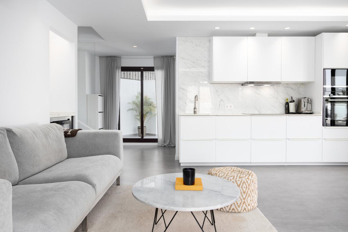 Fully renovated penthouse in the popular community of La Maestranza. Bespoke interior and stylish fuSpain