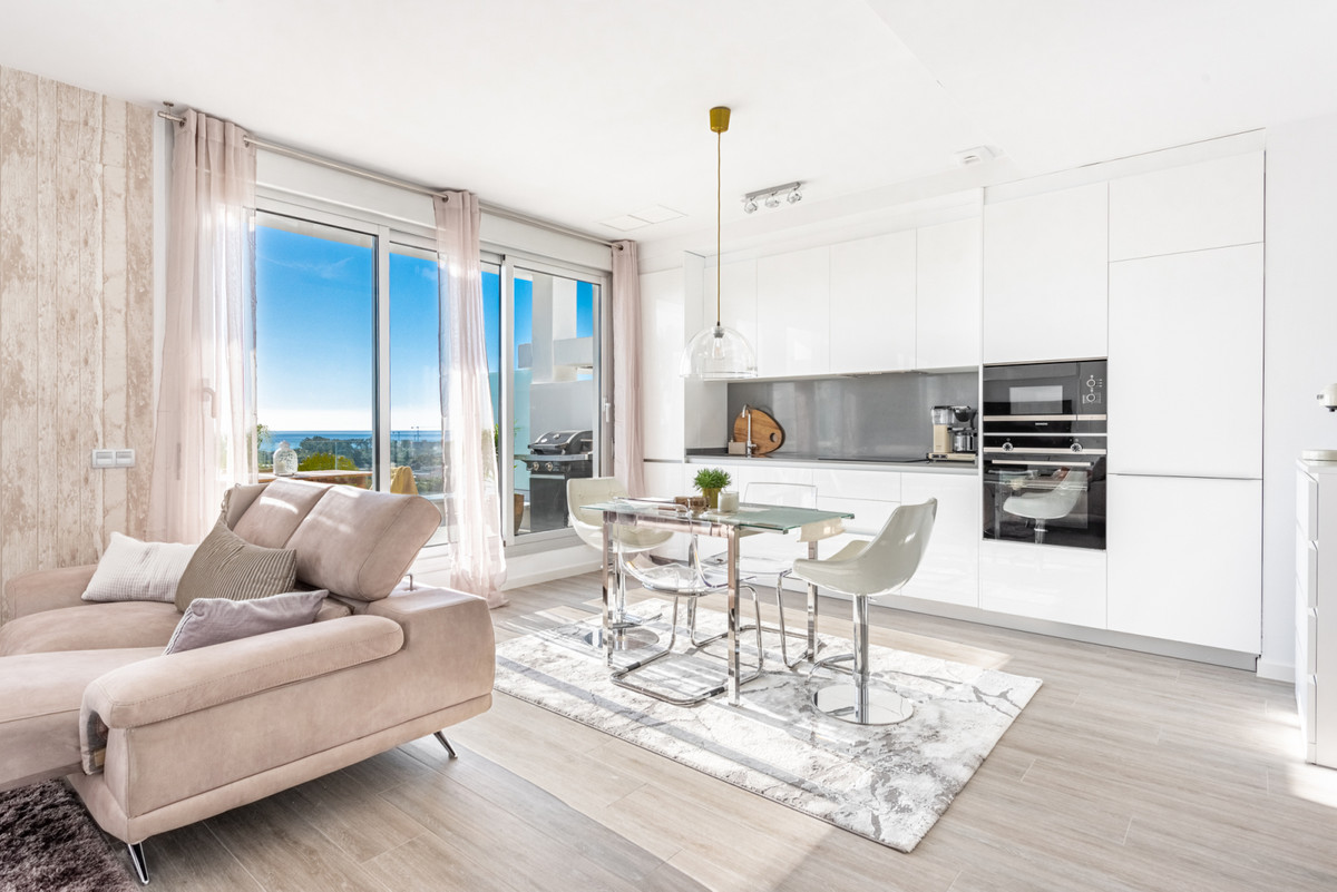 Resale penthouse in the popular Le Mirage on the New Golden Mile in Estepona. Perfect location withi,Spain