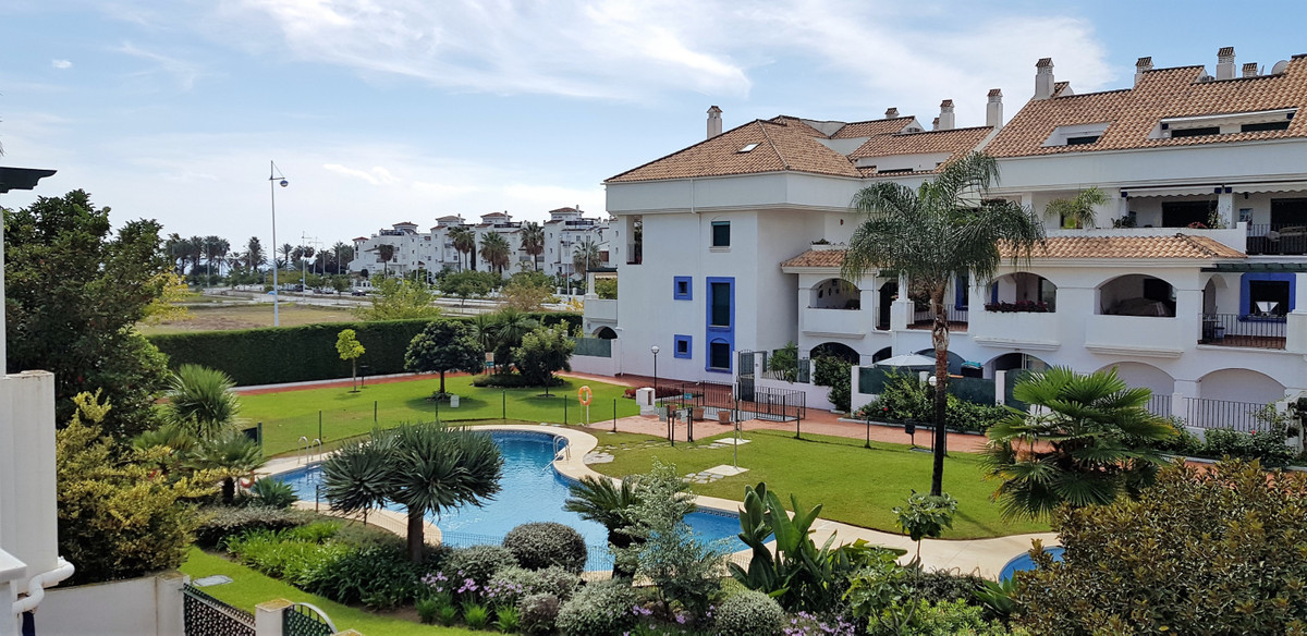 This large townhouse has a fantastic location only 300m from the beach and within walking distance tSpain