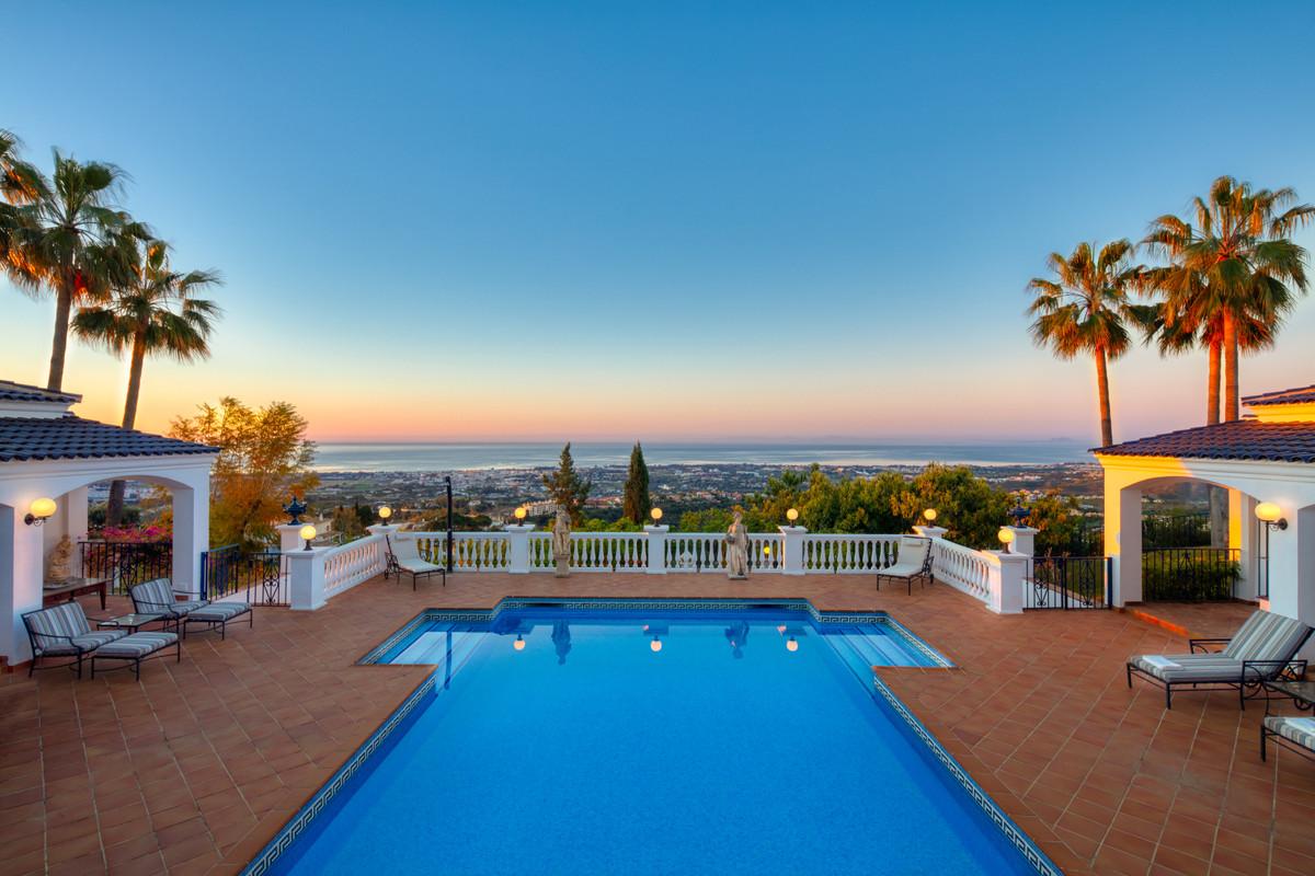 9 Bedroom Villa For Sale - El-Madronal