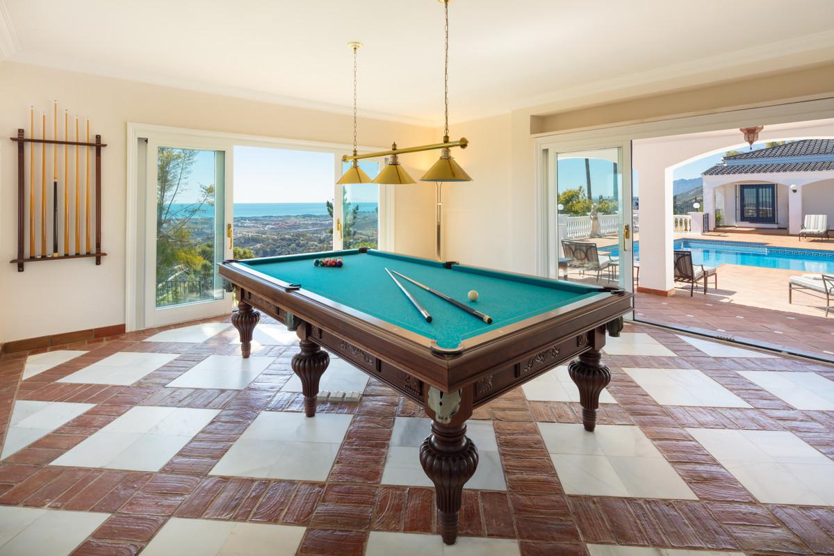 9 Bedroom Villa for sale El Madroñal