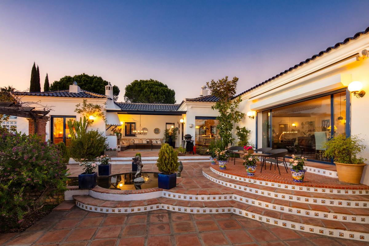 9 Bed Villa For Sale in El Madroñal, Benahavis