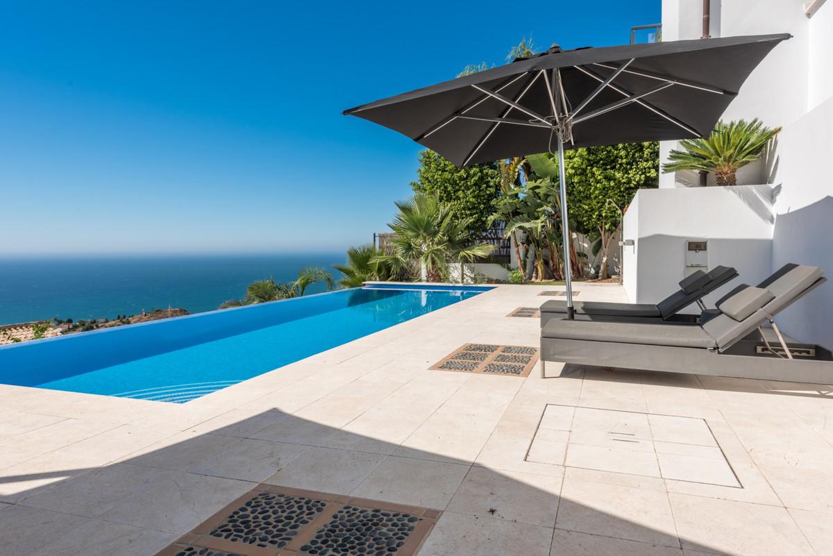 Modern and luxurious 4-bedroom house with panoramic Mediterranean Sea views. Retamar Santa Matilde i,Spain