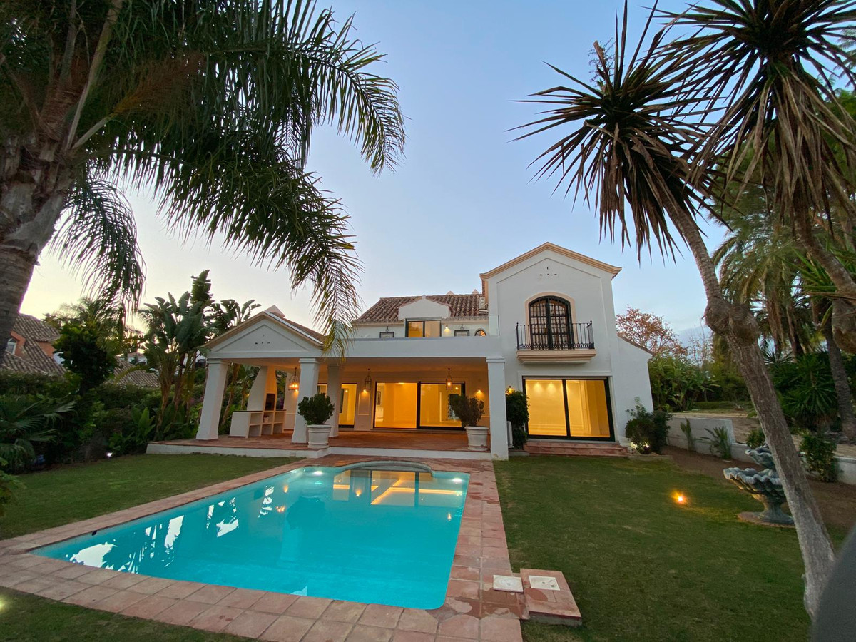Detached Villa for sale in Guadalmina Baja R3597737