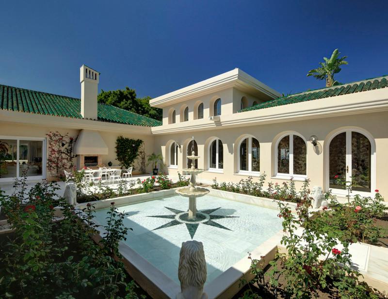 Detached Villa for sale in Los Monteros
