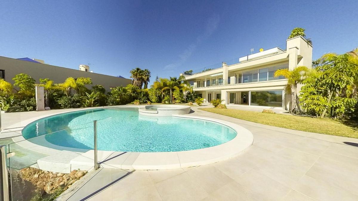 Detached Villa in Bahía de Marbella R2284715