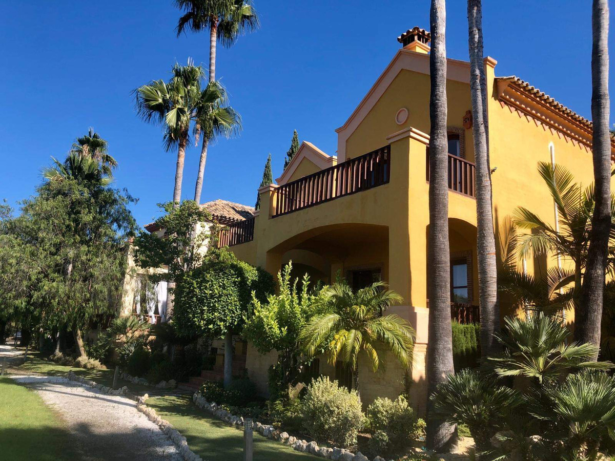Detached Villa in Sierra Blanca R2482310