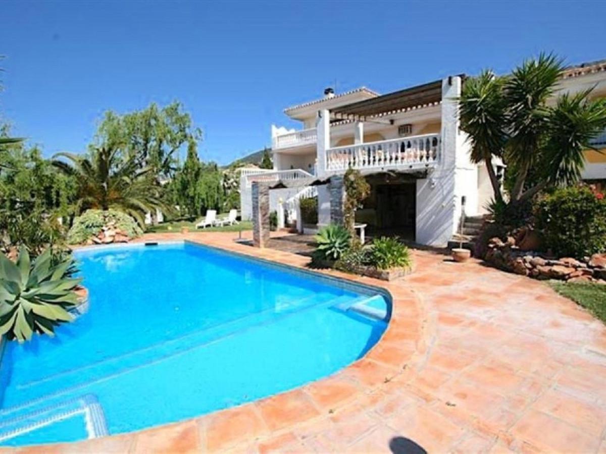 **FOR SALE** Rustic style 4 Bed / 3 Bath Detached Villa on the highly sort after Urbanisation Valtoc,Spain