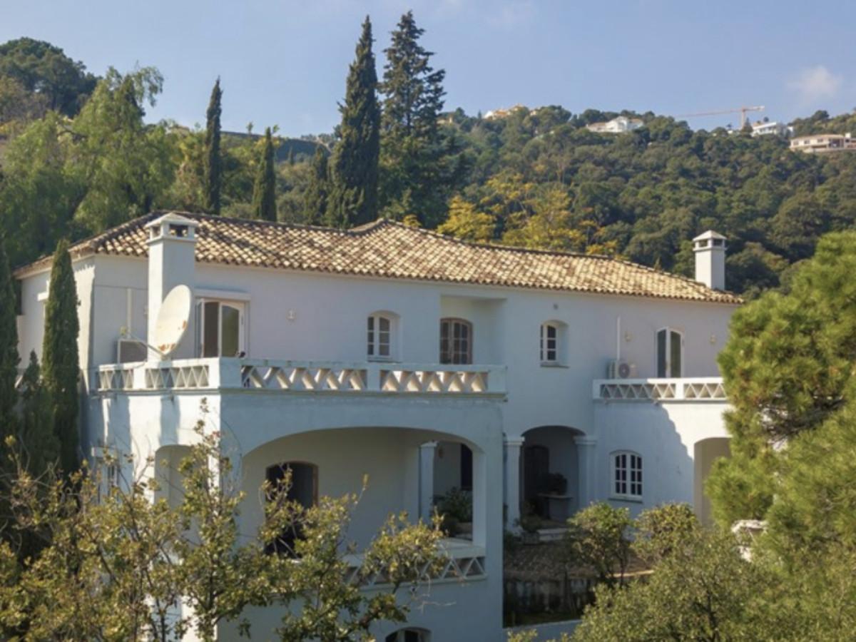 2 Bedroom Villa For Sale in El Madroñal - El Madroñal, Benahavis