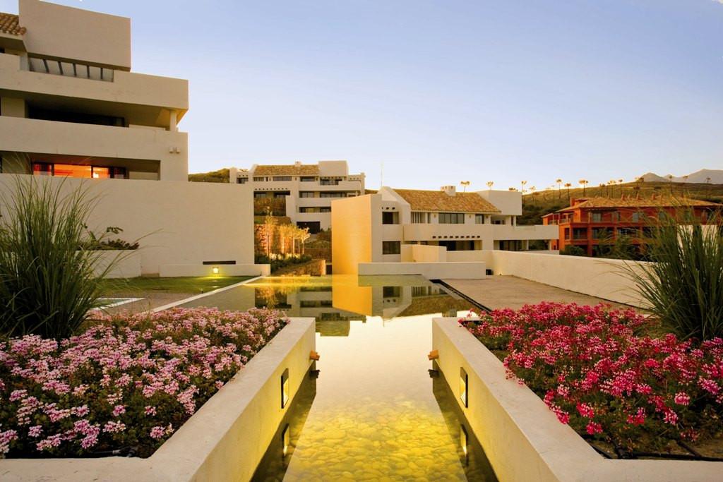 Fantastic 2 bedroom apartment located in Alanda Flamingos in The Los Flamingos Golf Resort.  The pro,Spain