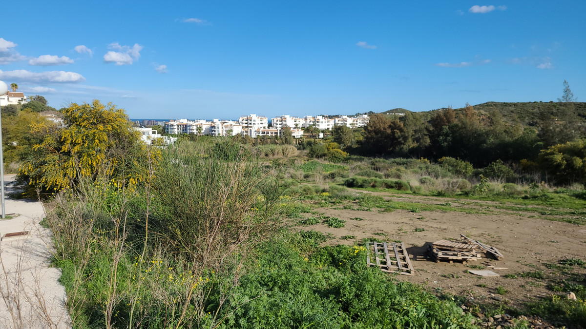 Urban  plot of 634 m2, very well situated, next to a green area, with unobstructed views.  It is all,Spain