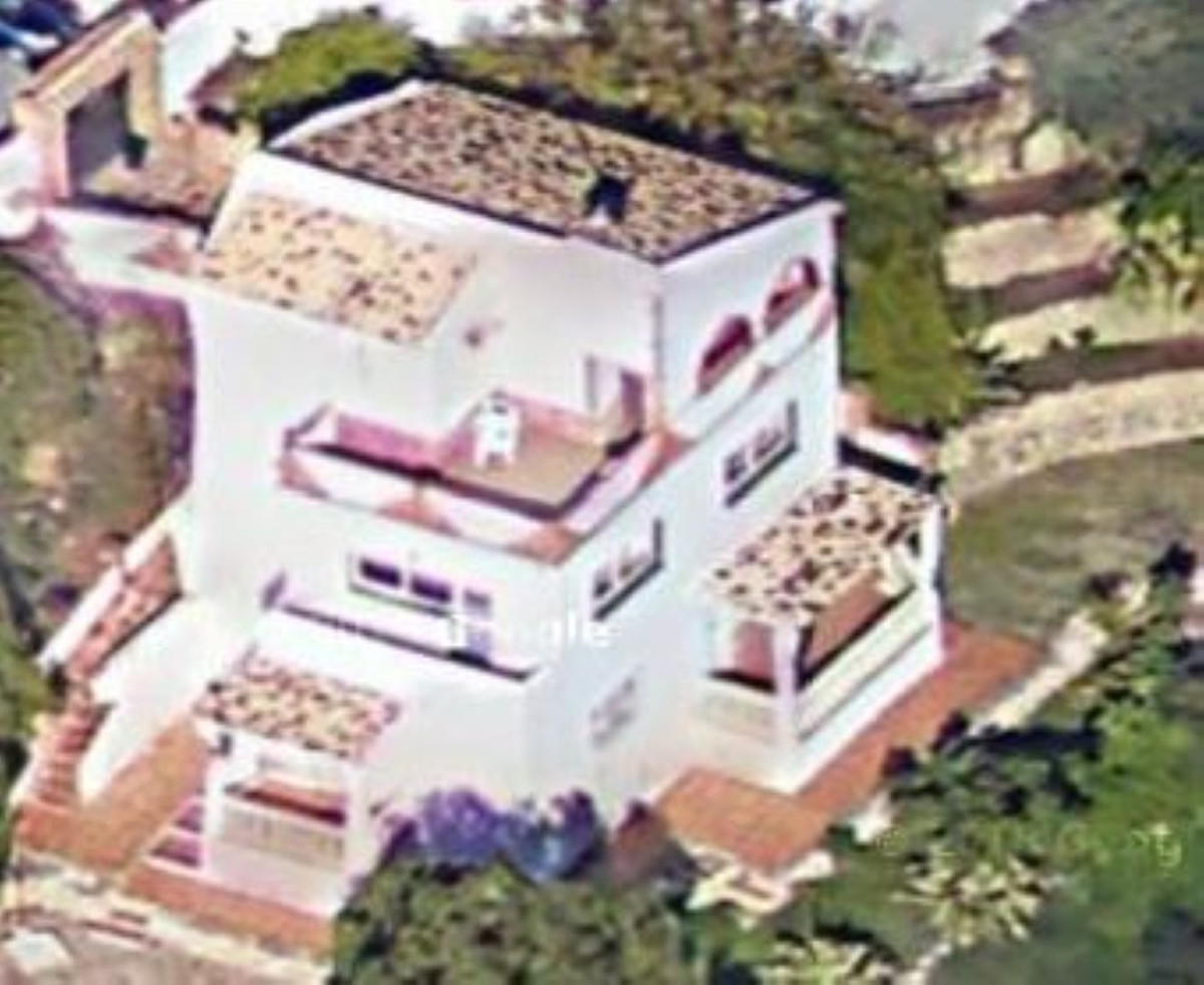 Villa independent in BENALMADENA  with lovely views to the garden, parcial sea views ,      4 bed / ,Spain