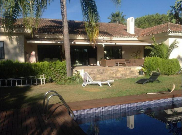 Fritliggende Villa i Guadalmina Alta R2604947