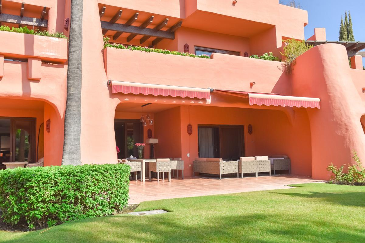Ground Floor Apartment for sale in Estepona R3944191