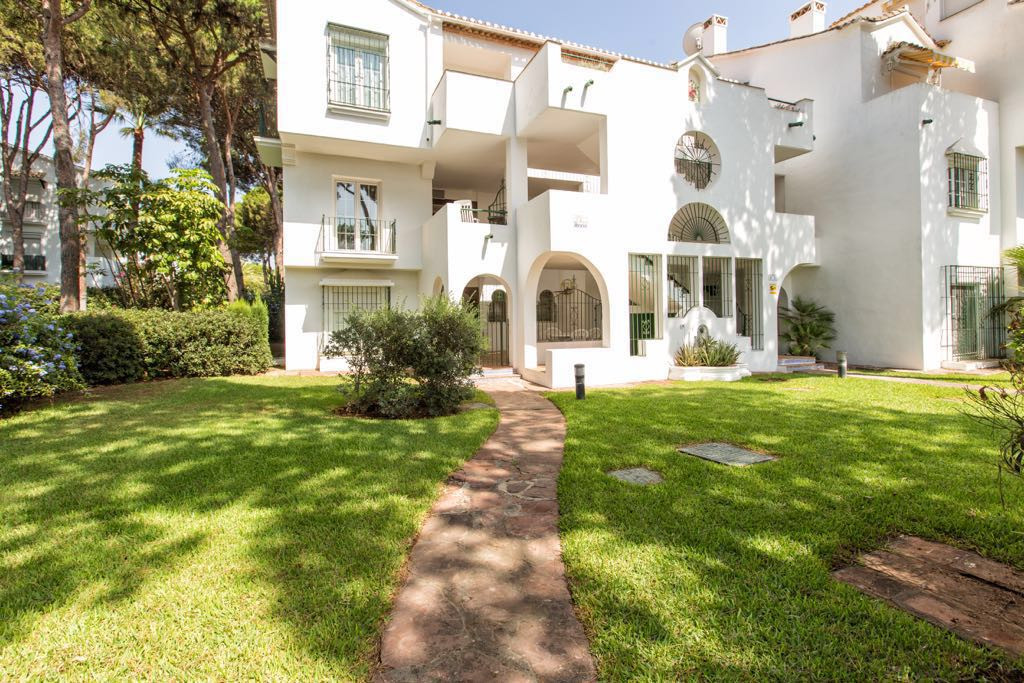 New Golden Mile, Estepona, Costa del Sol Apartameto of 3 Bedrooms, 3 Bathrooms. Built: 186 m2, Terra,Spain