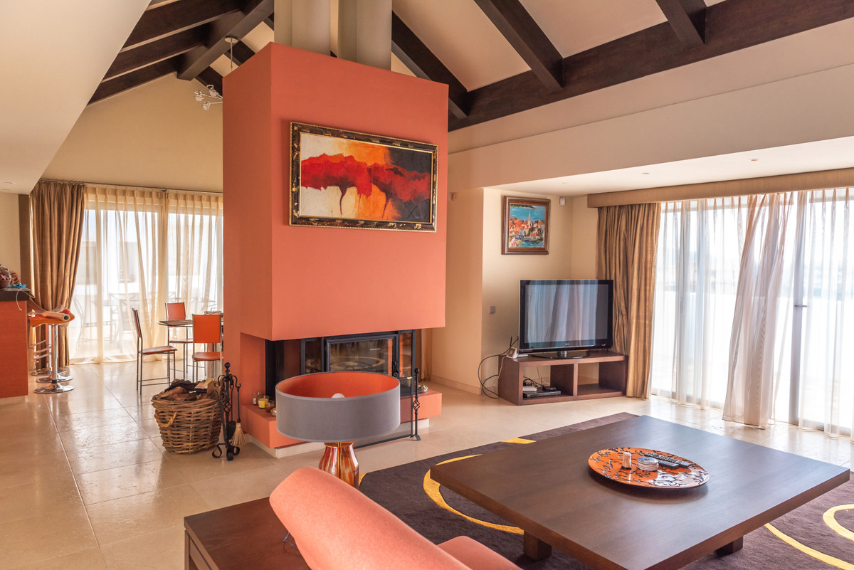 Luxury 3 bedroom penthouse located within one of the best urbanizations in Los Flamingos- frontline ,Spain