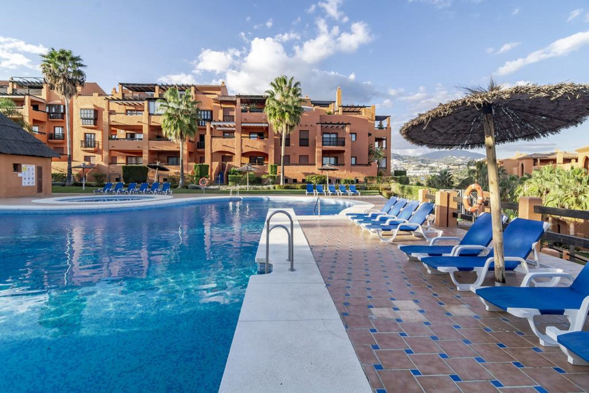 Benahavis, urb. Gazules del Sol, apartment with 2 bedrooms and 2 bathrooms. Built: 125 m2, Terrace: ,Spain