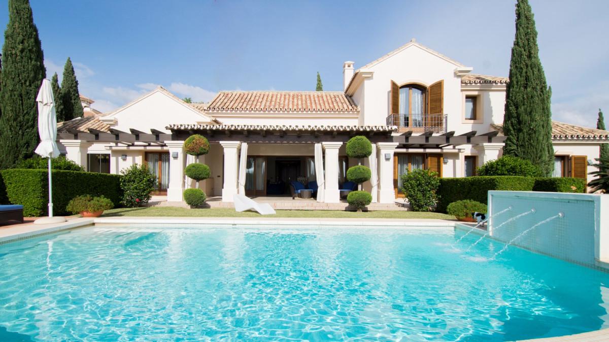Villa in Flamingos, Benahavis  Built: 323 m2, Terrace: 120 m2, Plot: 1500 m2  Combination of comfort,Spain