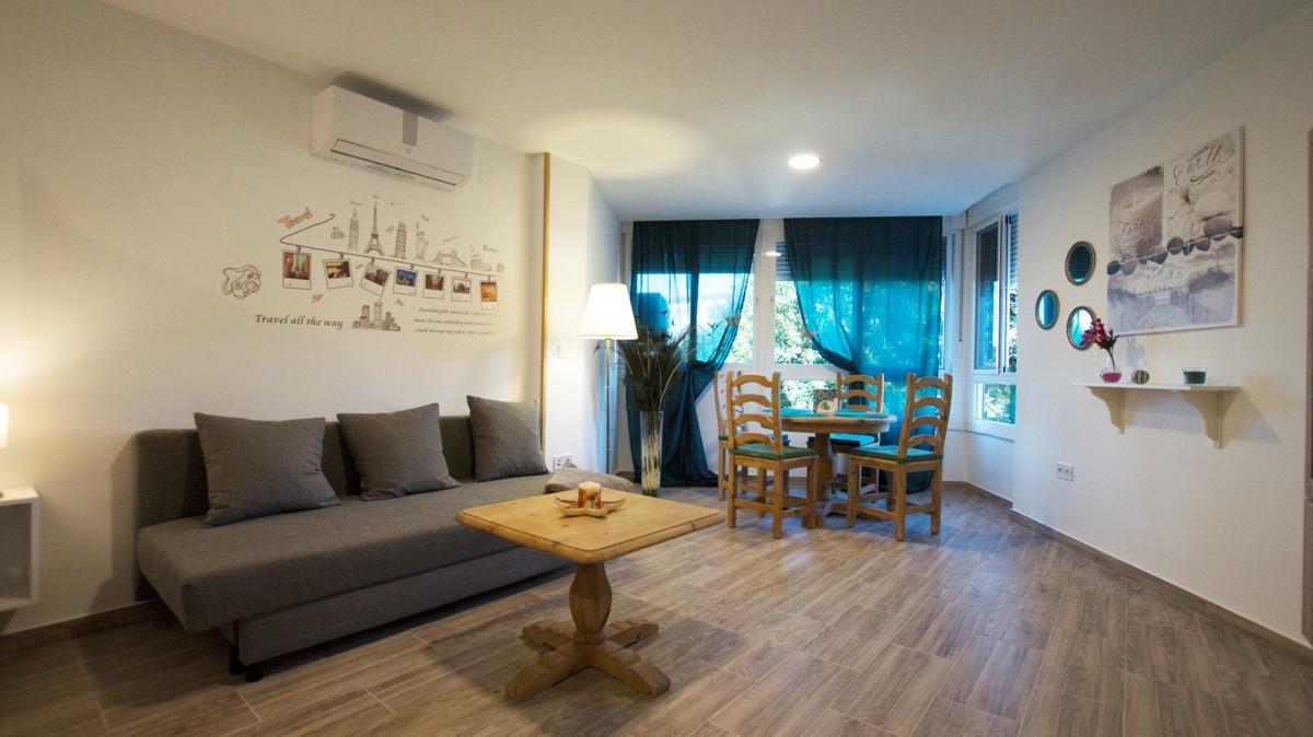 Middle Floor Studio, Calahonda, Costa del Sol. 1 Bedroom, 1 Bathroom, Built 40 m².  Setting : Beachs,Spain
