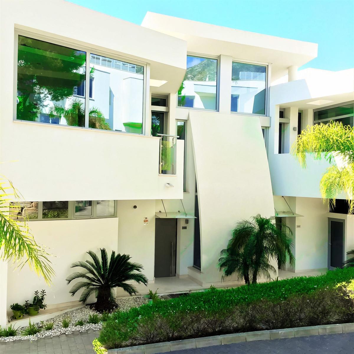 Middle Floor Apartment for sale in Sierra Blanca R2662364