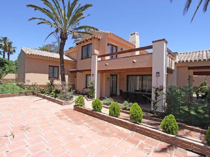 Villa - Villa, Marbella, Las Chapas, Costa del Sol Built: 291m2, Terrace: 50m2, Garden: 500 m2 It co,Spain