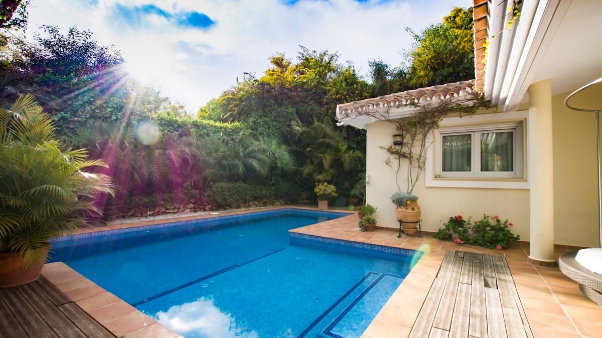 Freistehende Villa in Elviria R3141532