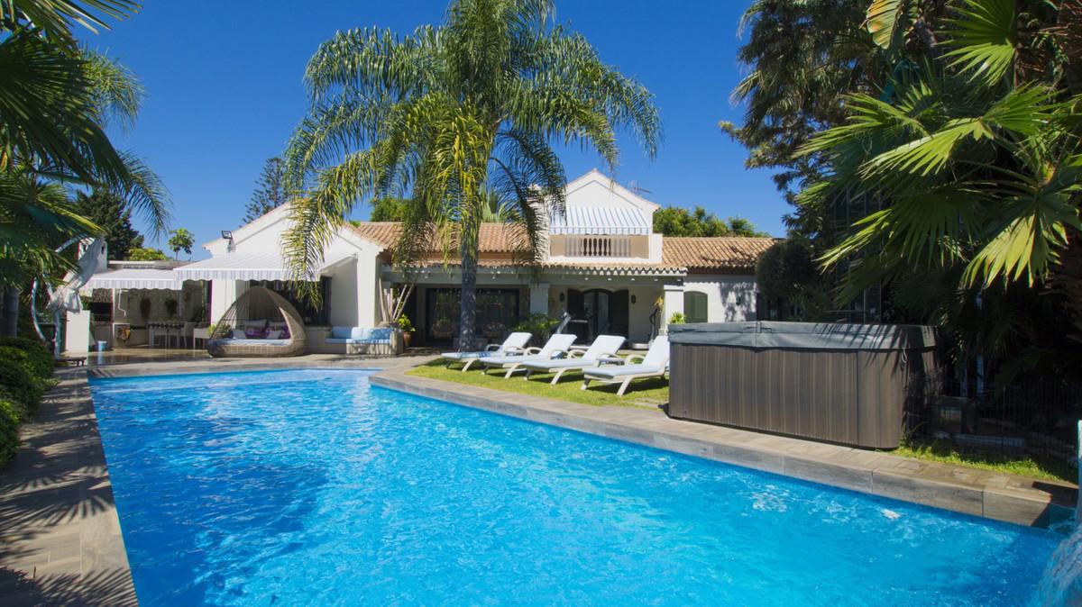 Detached Villa, Guadalmina Baja, Costa del Sol. 8 Bedrooms, 7 Bathrooms, Built 565 m², Terrace 140 m,Spain